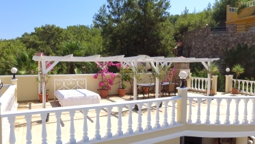 Watch the video guide of Honeymoon Villa Alanya Turkey